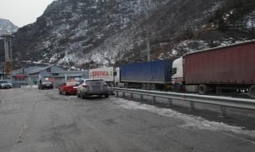 Автодорога Степанцминда-Ларс закрыта для всех автомобилей