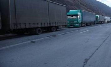 Two Armenian drivers beaten on Russian-Georgian border