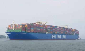 Самый большой контейнеровоз в мире в Роттердаме